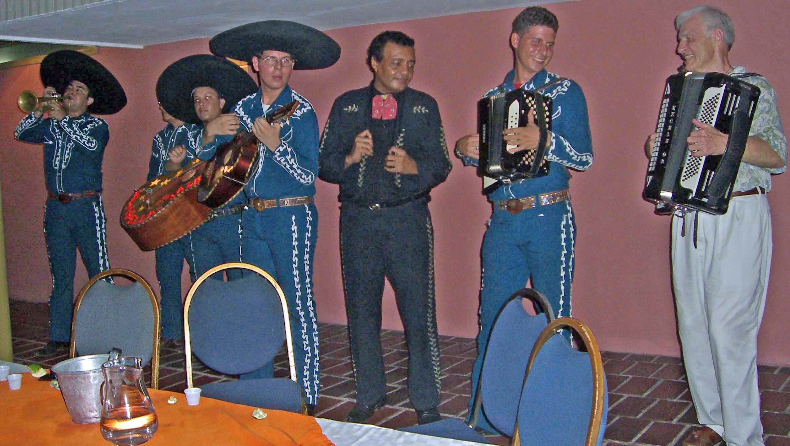 Description: C:\Users\Erik\Desktop\Mariachi.jpg